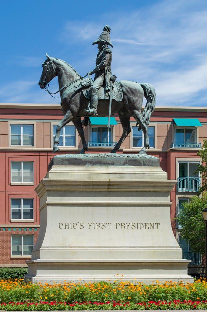 Памятник Уильяму Генри Гаррисону в городе Цинцинатти в США