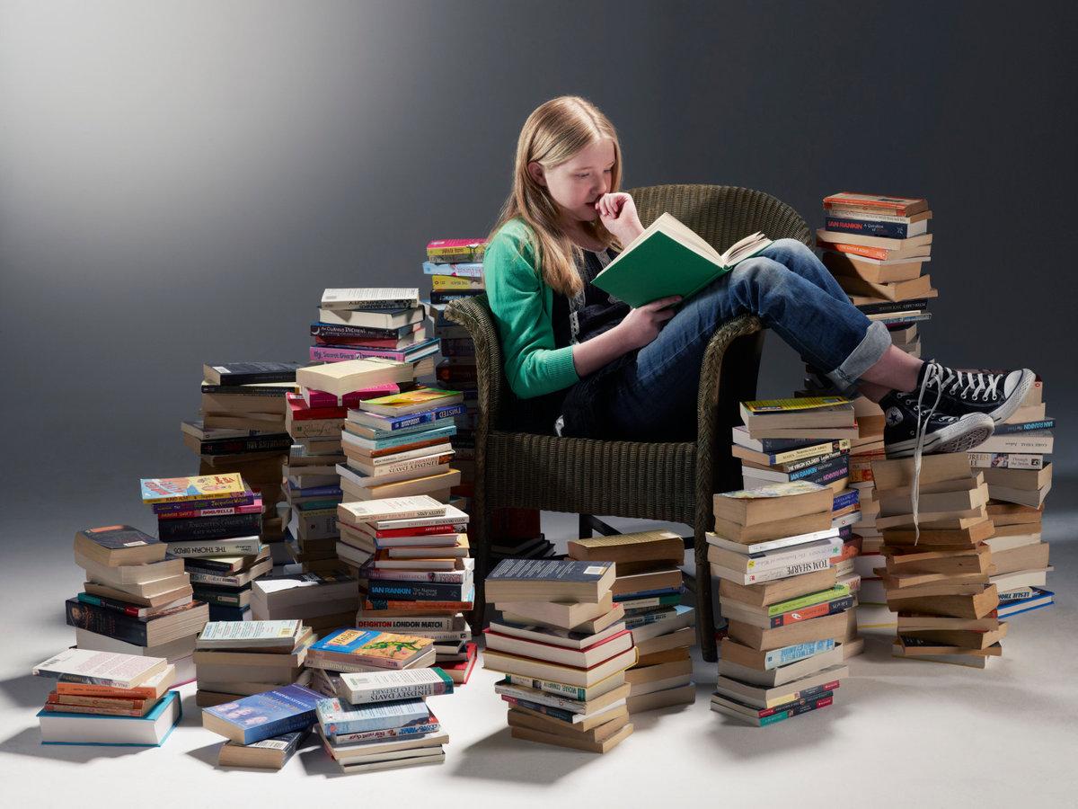 Картинки человек читающий книгу