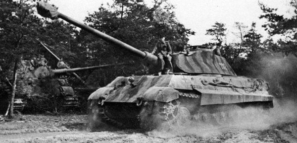 Танк 503-го тяжелого танкового батальона. Лето 1944 г., Франция. Фото: History.wikireading.ru