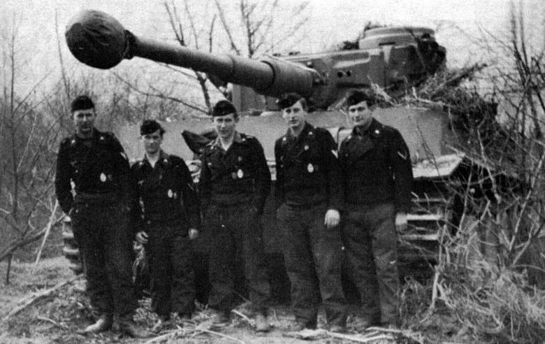 Командир Альфред Руббель (в середине). Фото topwar.ru