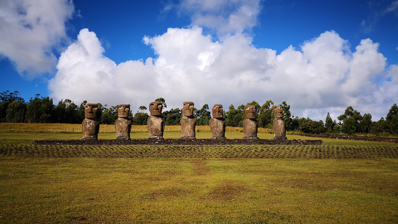 Пляж Анакена остров Пасхи и статуи