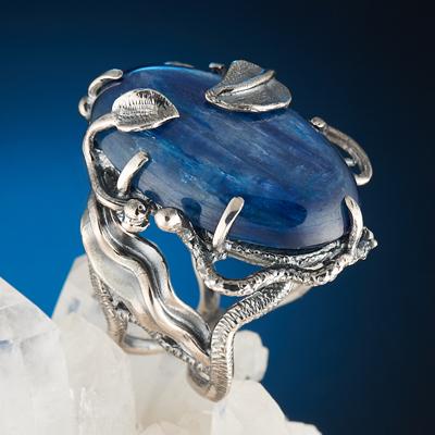 Кианит: свойства камня, внешний вид, совместимость со знаками Зодиака