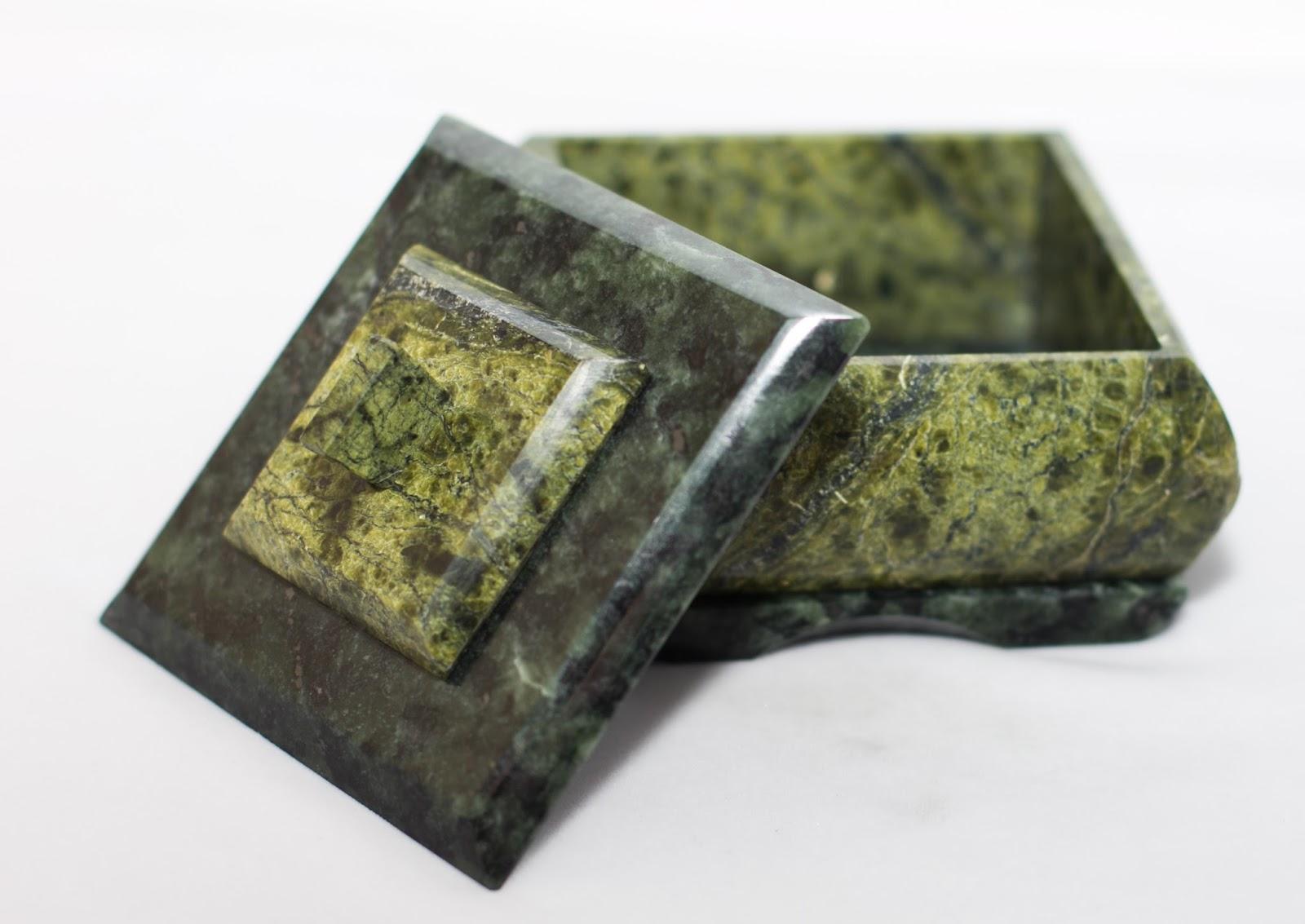 камень змеевик фото свойства и значение соответствует описанию, которое