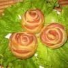 Как сделать слоеные розочки с колбасой