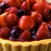 Тарт с кремом-безе и ягодами