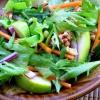 Салат из рукколы, спаржи и авокадо