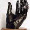 Популярный модерн: кованые руки