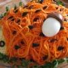 """Салат """"Ежик"""": отличная идея для праздничного стола"""
