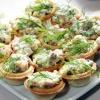 Салат в тарталетках с грибами и солеными огурчиками