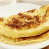 Сладкий омлет с карамелизированными яблоками