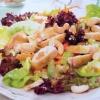 Салат из курицы с сельдереем и орешками