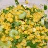 Свежий салат с сельдереем и кукурузой