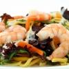 Как приготовить морской салат с креветками и кальмарами