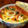 Как приготовить сливочный суп с креветками и красной рыбой