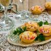 Как приготовить салат с крабовыми палочками, сыром и чесноком