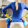 Как можно использовать средство для мытья окон в домашнем хозяйстве: 10 способов