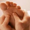 Как делать массаж стоп самостоятельно в домашних условиях
