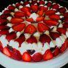 Как красиво украсить торт клубникой