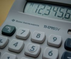 How to calculate interest on a calculator