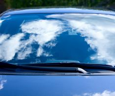 Как очистить лобовое стекло автомобиля