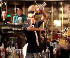 Как правильно ставить ударение в слове «бармен»