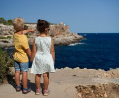 Как реагировать на первую любовь ребенка