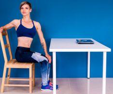 5 упражнений для плоского живота, которые можно делать, не вставая со стула