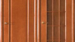 How to remove varnish from doors