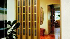 Как сделать складную дверь самому
