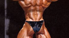 Как качать мышцы плеч