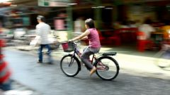 Как научить кататься на велосипеде