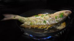 Как вытащить рыбную кость из горла