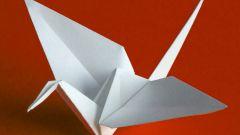 Как складывать бумажного журавлика