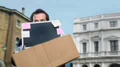 Как уволить сотрудника, находящегося в отпуске