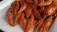 How to peel crawfish