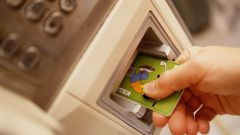 Как снять деньги с банковской карточки