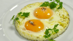 How to fry an egg in the microwave