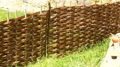 Как сделать плетеный забор
