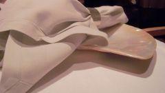 Как уложить бумажные салфетки в салфетницу