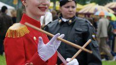 Как научиться крутить барабанные палочки