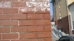 How to remove efflorescence from brick