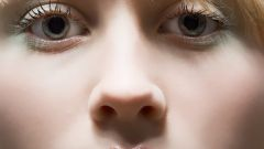 Как снять отеки и синяки с глаз