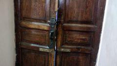 Как украсить старые двери