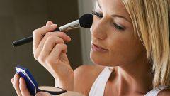 Как научиться накладывать макияж
