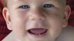 Что делать, если у ребенка режутся зубки