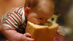 Как давать ребенку хлеб