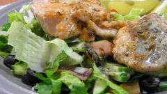 Как приготовить салат с красной рыбой