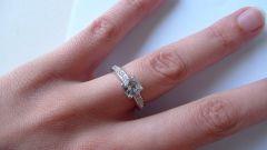 Как снять застрявшее кольцо