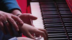 Как научиться играть на клавишном