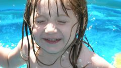 Как научиться плавать ребенку